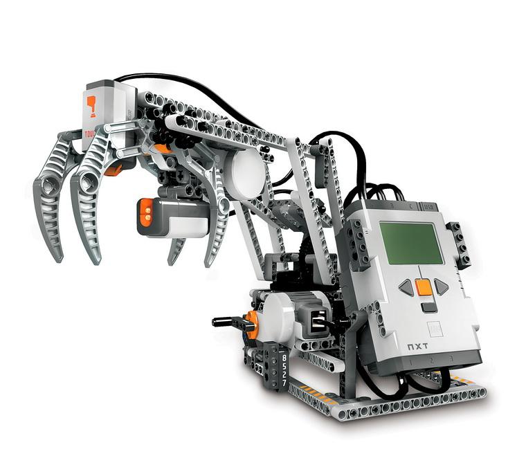 роботы из лего фото